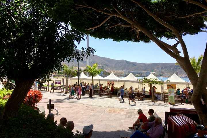 Boerenmarkt aan de promenade van Los Cristianos